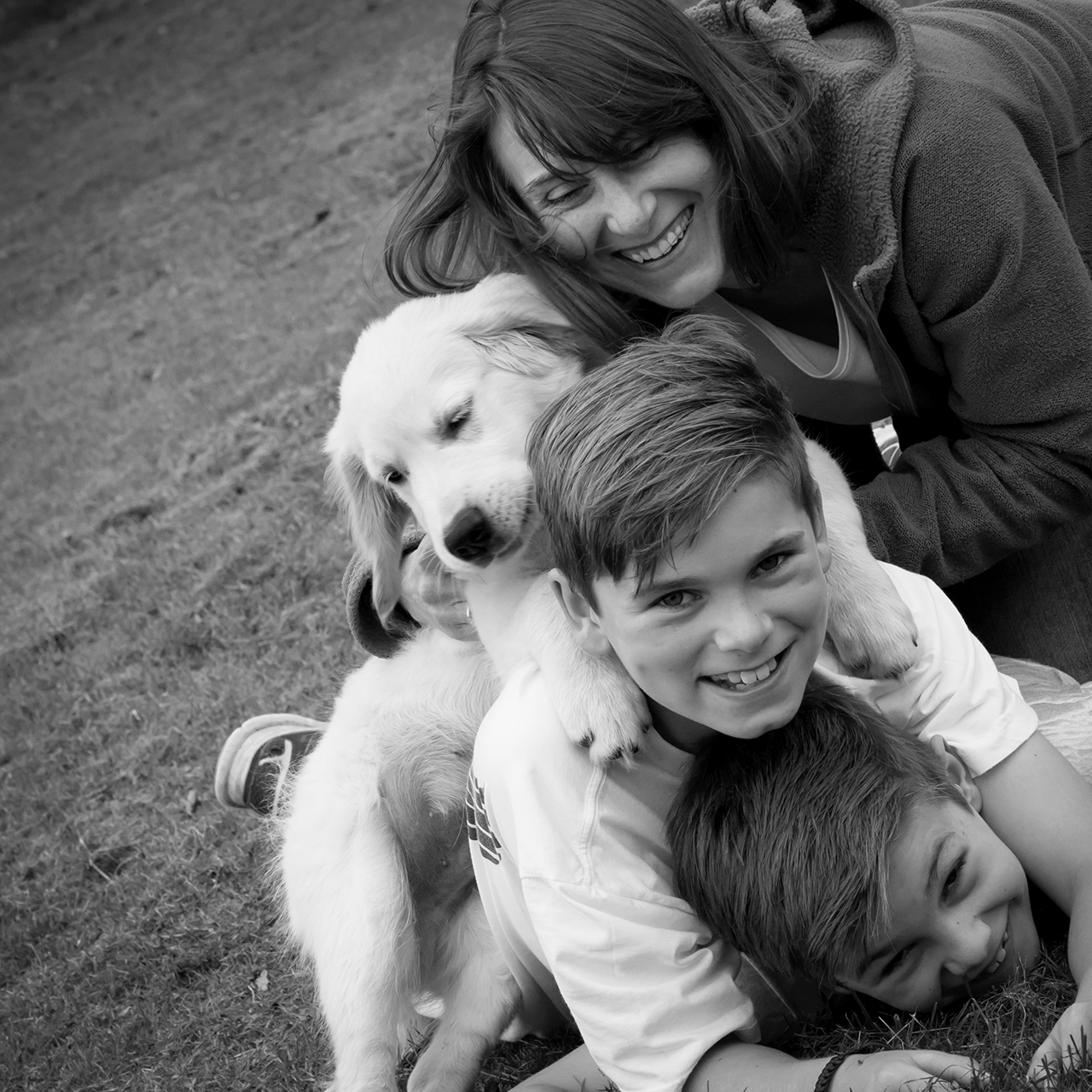 Traci Habergham Photography Huddersfield Fun Family Shoot with new puppy