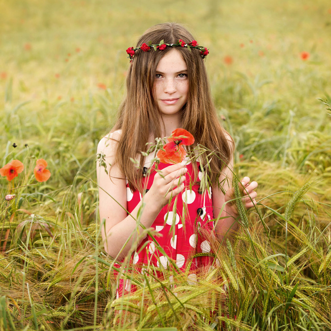 Traci Habergham Photography Huddersfield Child Portrait in poppy field